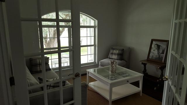 bílý stolek.jpg